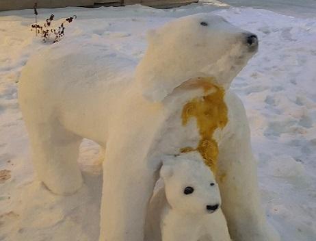 Vandalized polar bear sculpture at UGM. (Supplied)