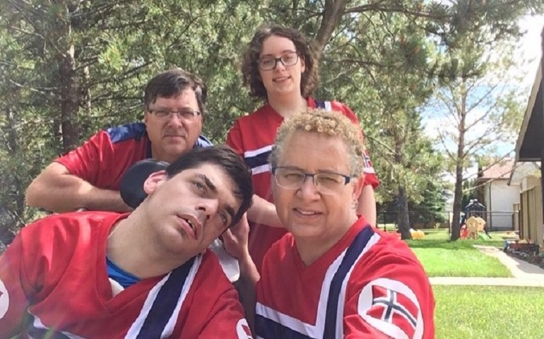 The entire family in a slefie