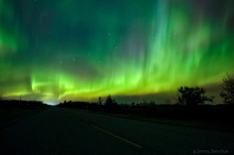 Manitobans soaked in the northern lights Monday night. (Jimmy Demchuk/Facebook)