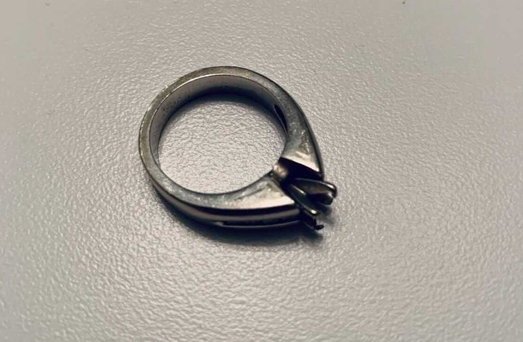Amanda Janzen recently lost the solitaire stone from her white gold engagement ring.